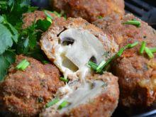 Pieczarki z mozzarellą w mięsnej skorupce