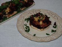 Pieczarki zapiekane z farszem z botwiny i mięsem
