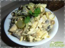 Pieczarkowa sałatka z serem żółtym 3