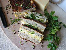Pieczeń mięsna z jajkiem i serem