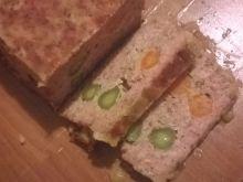 Pieczeń z korniszonem i marchewką
