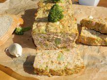 Pieczeń z mięsa mielonego z brokułem