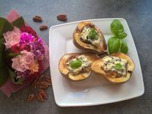 Pieczona gruszka z orzechami pekan i serem lazur