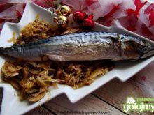 Pieczona makrela z kapustą z grzybami