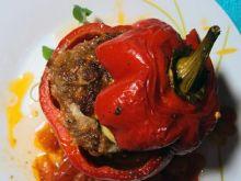 Pieczona papryka faszerowana mięsem