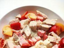 Pieczona pierś kurczaka w sałatce pomido