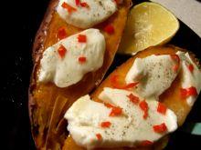 Pieczone bataty z chili i mozzarellą wg Jamiego