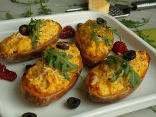 Pieczone bataty z serkiem i suszonymi pomidorami