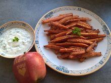 Pieczone frytki z marchewki z dipem czosnkowym