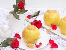 Pieczone jabłka z kaszą manną i masłem orzechowym