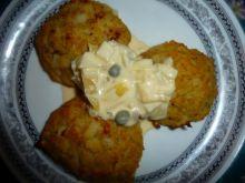 Pieczone kotlety z kalafiora z sosem kaparowym