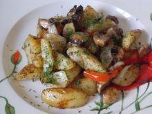 Pieczone młode ziemniaki z papryką, pieczarkami
