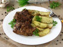 Pieczone żeberka w sosie barbecue  z ziemniakami