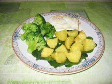 Pieczone ziemniaczki z brokułami i jajkiem