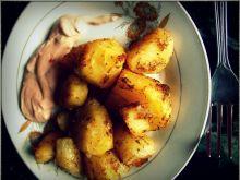 Pieczone ziemniaki i dip majonezowo-keczupowy
