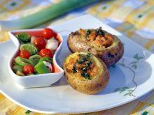 pieczone ziemniaki z łososiem i porami