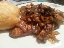 Pieczonka z szynka z cebulą i pieczarkami