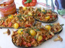 Pieczony bakłażan z pomidorowym ryżem i kurkami