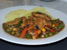 Pieczony kurczak w sosie pieczarkowo warzywnym
