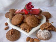 Pierniczki orzechowo-migdałowe z suszonymi owocami