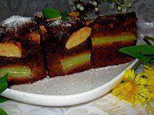 Piernikowe ciasto z rabarbarem i jabłkami