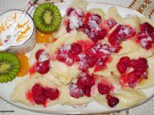 Pierogi z białym serem i malinami :