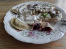 Pierogi z jagodami i serem