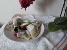 Pierogi z jagodami i świeżą miętą