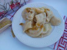 Pierogi z kaszą jaglaną, serem białym i cebulką