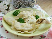 Pierogi z pieczarkami i serem żółtym