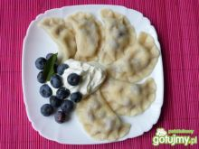 Pierogi z serem i borówkami