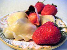 Pierogi z truskawkami i czekoladą