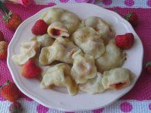 Pierogi z truskawkami i masełkiem