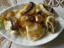Pierogi z żółtym serem i pieczarkami