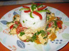 Pierś kurczaka duszona z warzywami