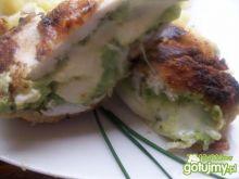 pierś z brokułowym kremem i mozzarellą