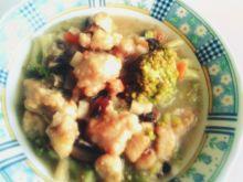 Pierś z kurczaka w różnych warzywach