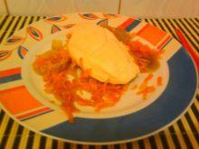 Pierś z kurczaka z cebulka i marchewką