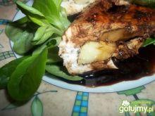Pierś z kurczaka z jabłkiem i sosem