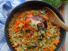 Pierś z kurczaka z pęczakiem i warzywami