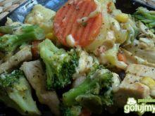Pierś z kurczaka z warzywami i serem