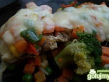 Pierś z mozzarellą i warzywami