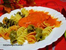 Piersi kurczaka w szałwiowo pomidorowym sosie