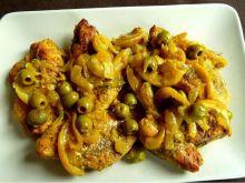 Piersi z kurczaka na złoto z oliwkami i cytryną