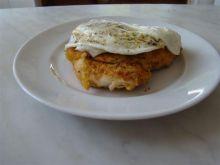piersi z kurczaka z jajkiem sadzonym
