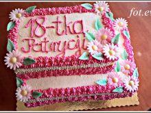 Piętrowy tort wieloowocowy