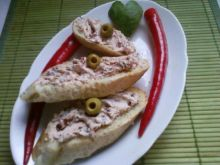 Pikantna Bruschetta z pastą z sera feta.
