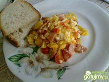 Pikantna jajecznica z papryką i chilli