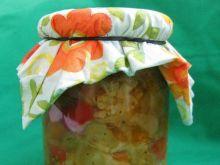 Pikantna marynowana sałatka wielowarzywn