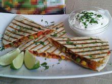 Pikantna quesadilla z mięsem i warzywami